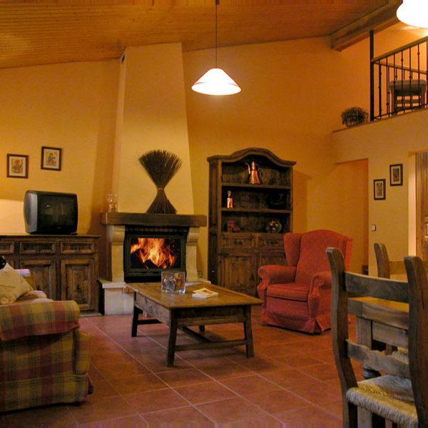Najarra es una casa rural con chimenea para dos personas en Rascafria. Casas Rurales Valle de El Paular