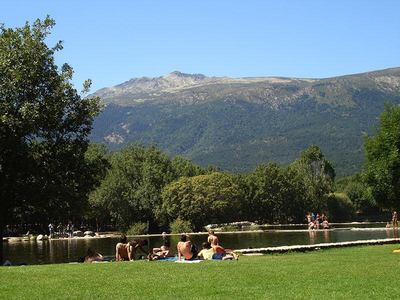 """Verano bañándose en las piscinas naturales """"Las Presillas"""""""