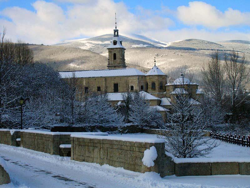 Monasterio de El Paular cubierto de nieve