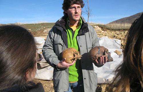 Visita al yacimiento del Valle de los Neandertales